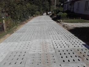 Droga wykonana z płyt jumbo