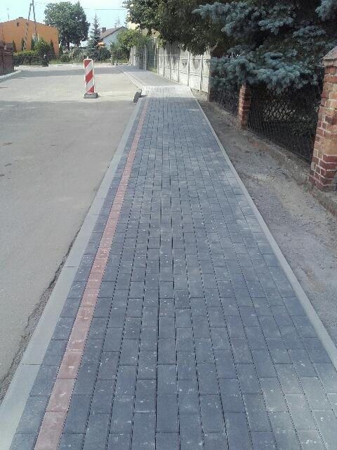 Zrealizowana nowa nawierzchnia ciągu chodnika wykonana z kostki brukowej