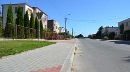 Ul. Spacerowa - chodnik wykonany z kostki brukowej