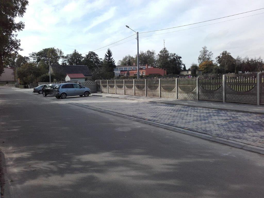 Parking wykonany z kostki brukowej