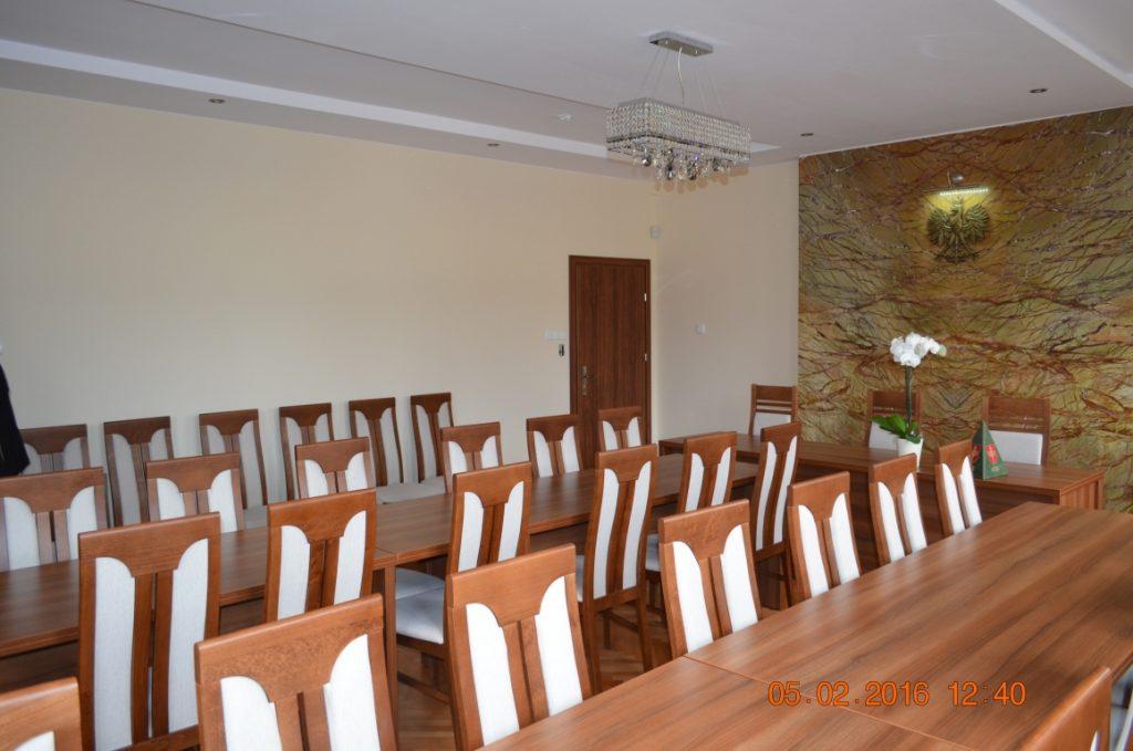 Sala ślubów po remoncie. Odnowione ściany, sufit, podłoga